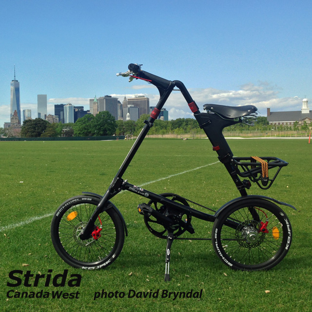 Strida Black EVO 18 inch in the park